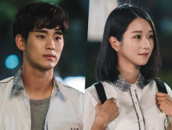 Kim Soo Hyun dan Seo Ye Ji Jadi Anak Sekolahan di It's Okay to Not Be Okay